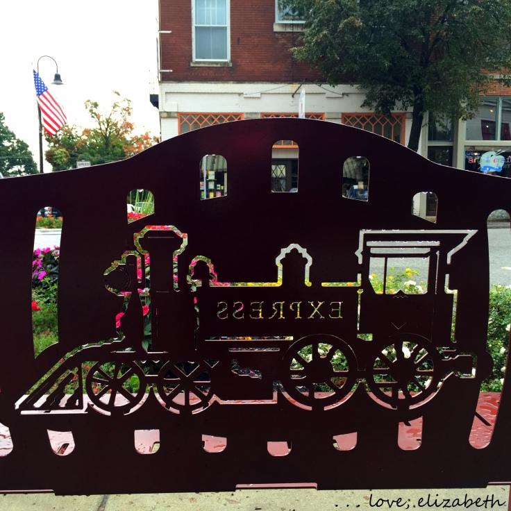 La Grange train bench